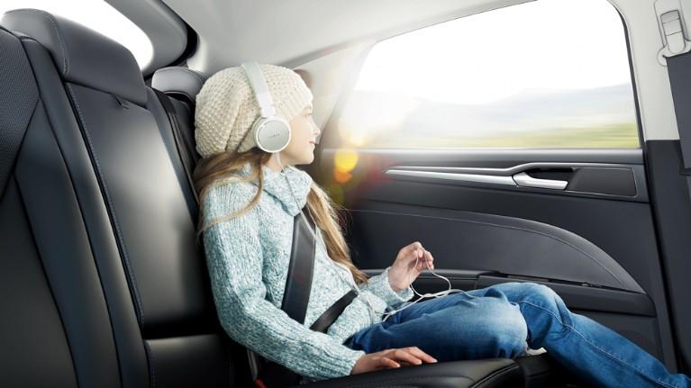 Mondeo dodatkowa ochrona pasażerów na tylnych siedzeniach