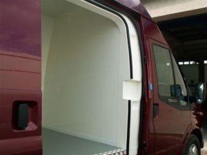 Ford Transit Trend otwarte drzwi boczne do kabiny